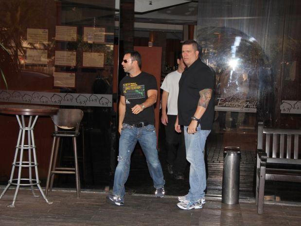 O namorado Carlos Gonzáles Abella deixa o restaurante