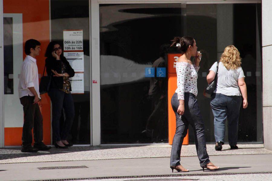 Agências bancárias mantêm o horário de funcionamento reduzido, mesmo após flexibilização dos serviços