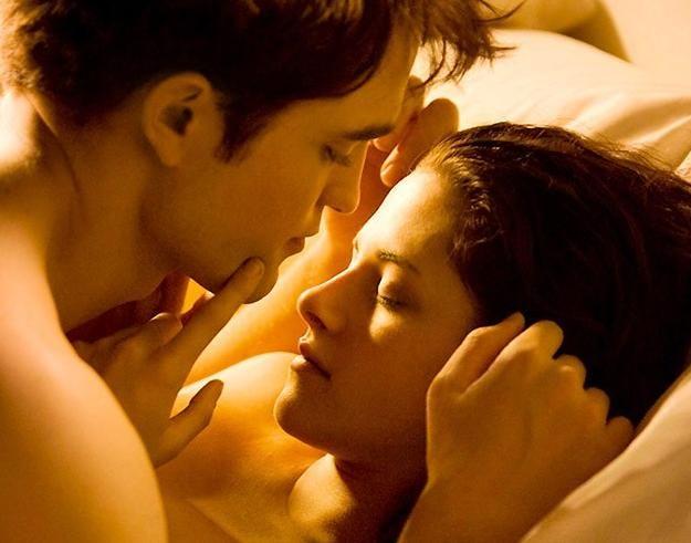deddf8e3fd Edward e Bella durante cena de amor em