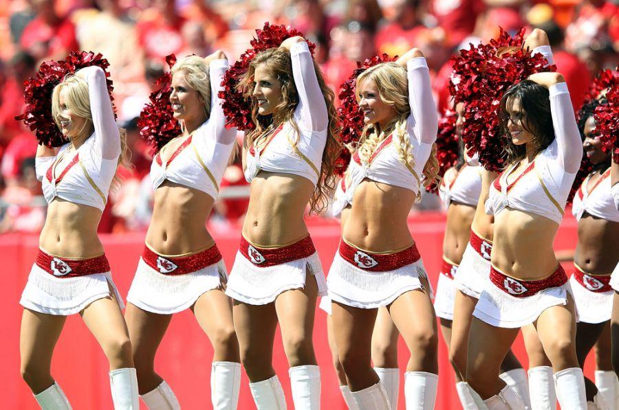 A temporada regular da NFL começou no útlimo final de semaa, e com isso as cheerleaders brindaram os torcedores. Mas foram apenas isso que os torcedores do Kaiser City Chiefs tiveram que se contentar, após tomarem uma lavada do Buffalo Bills