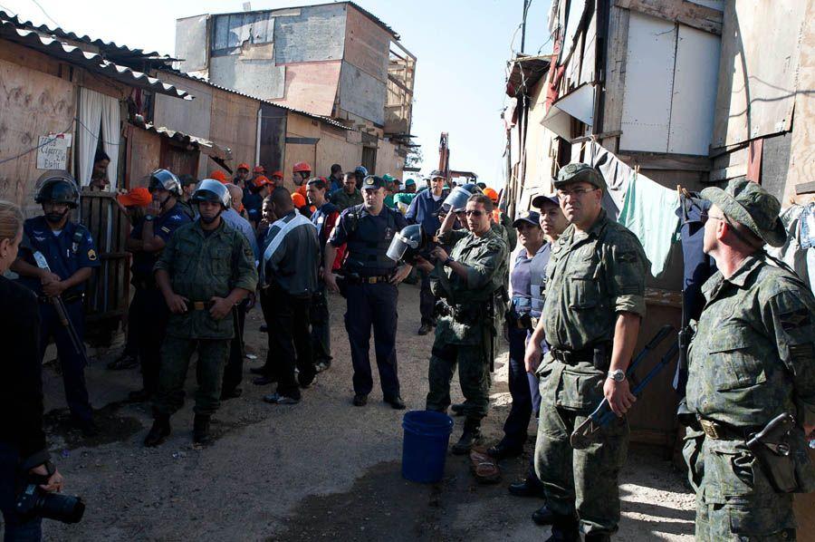 Equipes realizam reintegração de posse após determinação da Justiça / Mario Angelo/ Futura Press