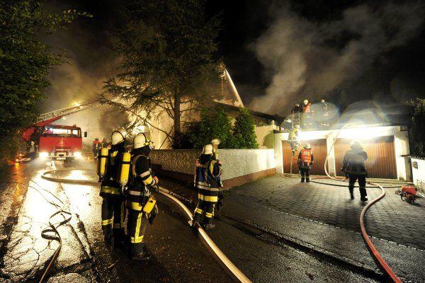 casa do jogador breno é incendiada - foto em 400x600