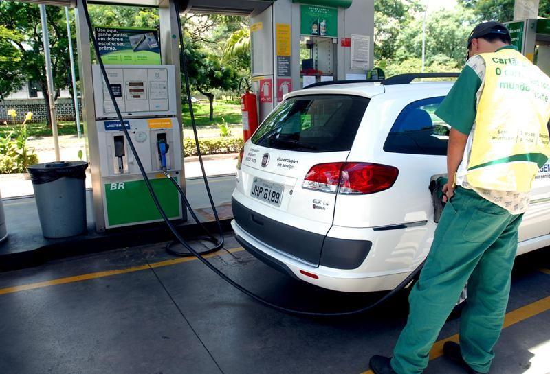 Preço da gasolina registra alta pela oitava semana consecutiva no Brasil