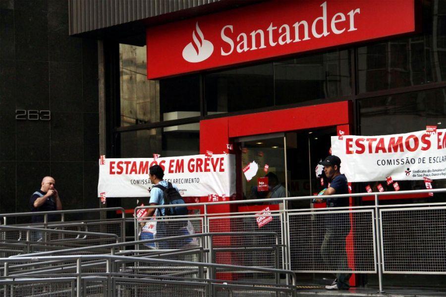 Agências de todas as regiões da capital estavam fechadas nesta segunda-feira / Elisa Rodrigues/Futura Press