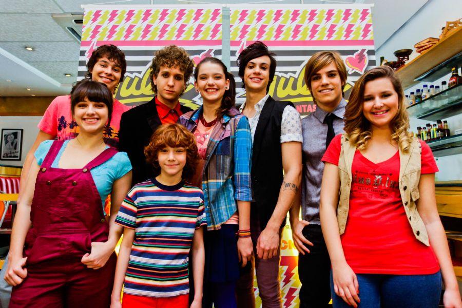 O elenco da série posa para foto / Divulgação/Band