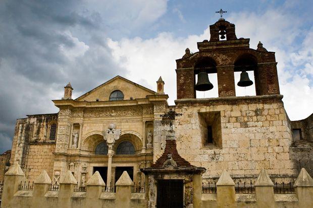 A capital Santo Domingo tem uma arquitetura colonial forte