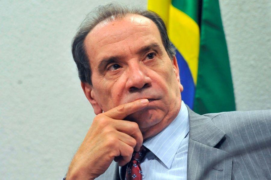 Para líder do PSDB na Câmara, Aloysio Nunes 'está na contramão'