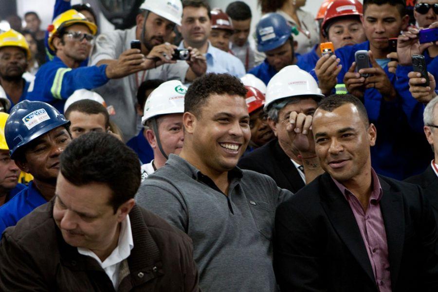 Ronaldo acompanha anúncio da Fifa em São Paulo, ao lado do governador Geraldo Alckmin e de Caf¿¿