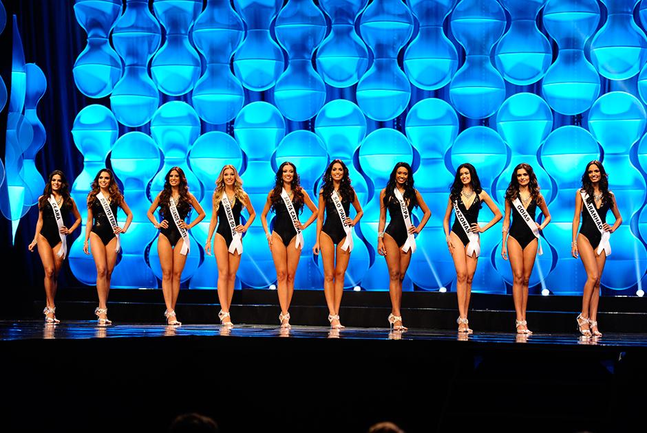 Candidatas à Miss Brasil vestem maiô e se apresentam