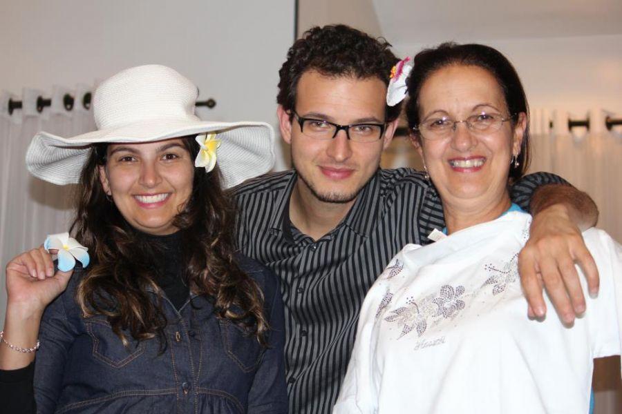 Rafael Baltresca entre a mãe e a irmã: que a lei não seja tão branda / Arquivo Pessoal