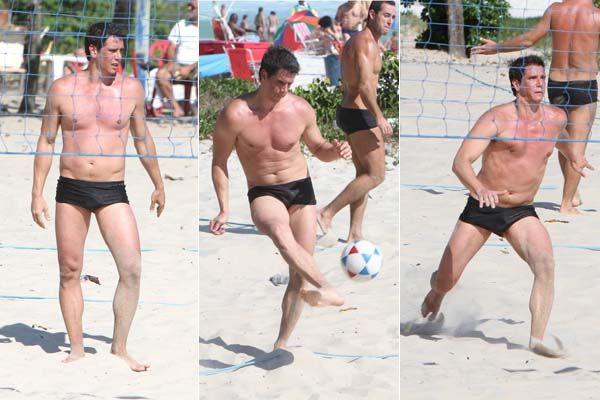 Márcio Garcia se divertiu em praia do Rio / Delson Silva/AgNews