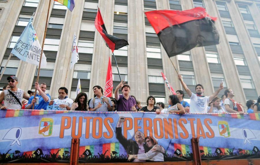 Gays e simpatizantes comemoraram a ampliação do direito homossexual / Foto: Marcos Adandia/AFP