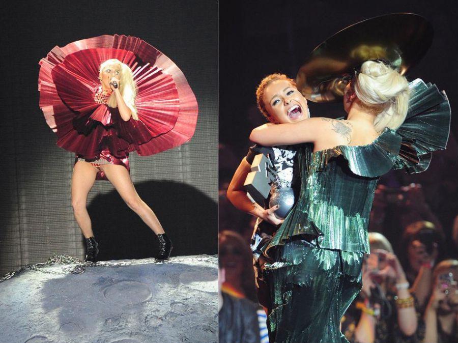 Lady Gaga em dois momentos: se apresentando no premiação e recebendo a estatueta / Foto: Leon Neal/AFP