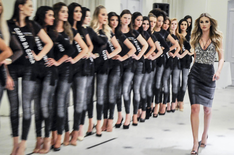 RS: Candidatas à coroa têm aula de passarela com a presença da Miss Brasil