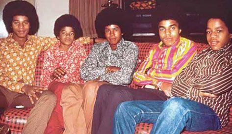 Michael (segundo da esq. para a dir.) no Jackson 5 / Reprodução/Metro