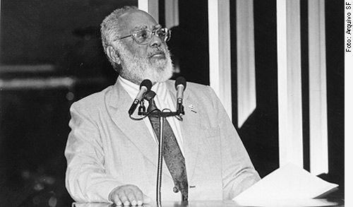 Ex-senador Abdias Nascimento dedicou seus mandatos à luta contra o racismo; ele morreu em maio deste ano / Arquivo Senado Federal