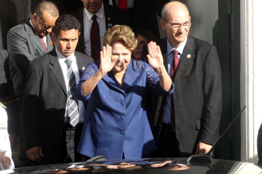 Dilma deixa o hotel, durante o Encontro Iberoamericano de Alto Nível em comemoração ao Ano Internacional dos Afrodescendentes  / Lúcio Távora/Agência a Tarde/AE