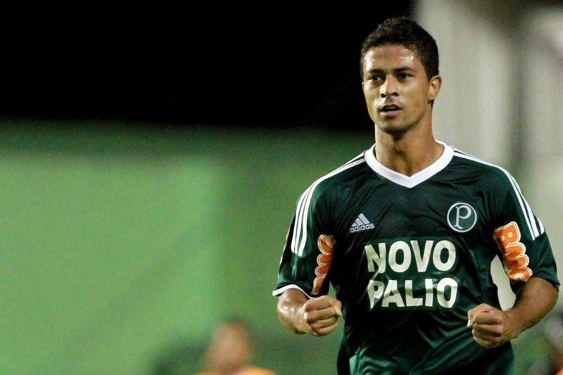 Ricardo Bueno abriu o placar na vitória do Palmeiras sobre o Bahia neste domingo / Felipe Oliveira/Agif/AE