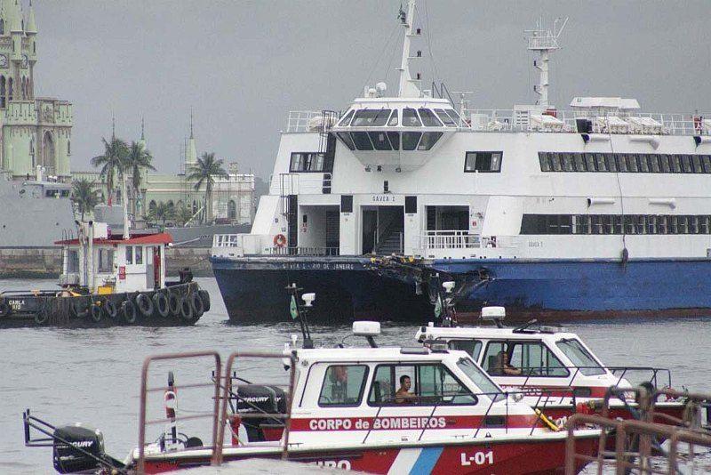 A embarcação chegava de Niterói, região metropolitana do Rj, quando ocorreu o acidente  / Sérgio Ramoz/Futura Press