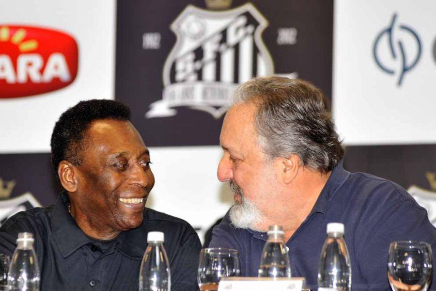 Ao lado do presidente Luis Álvaro, Pelé foi anunciado como garoto propaganda do Santos no centenário / Ivan Storti/Divulgação Santos FC