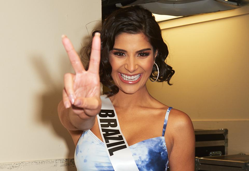 Veja fotos de Júlia Horta no desfile preliminar do Miss Universo