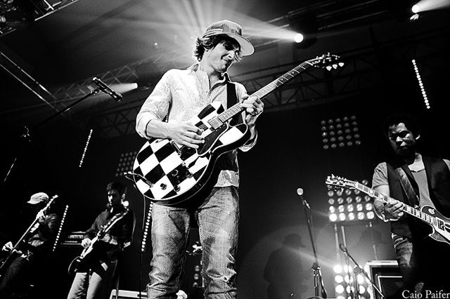 Filho de Fábio Júnior aparece com nova guitarra / Divulgação/Twitter