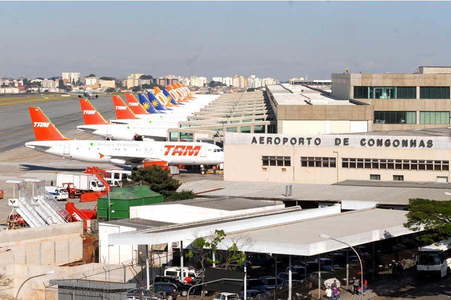 Segundo especialista os aeroportos privatizados ficarão mais bonitos e bem estruturados, no entanto o risco de apagão aéreo deve permanecer / Valter Campanato/ ABr