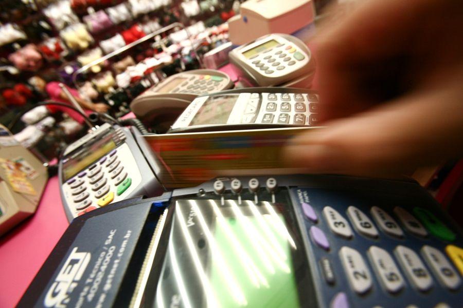 Cartão de crédito: juros chegam a recorde de 482%