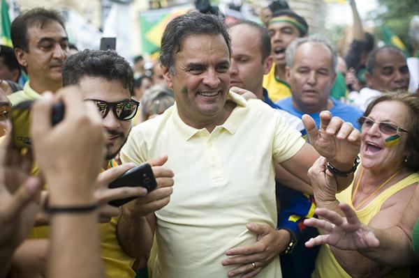 Políticos participam das manifestações contra Dilma