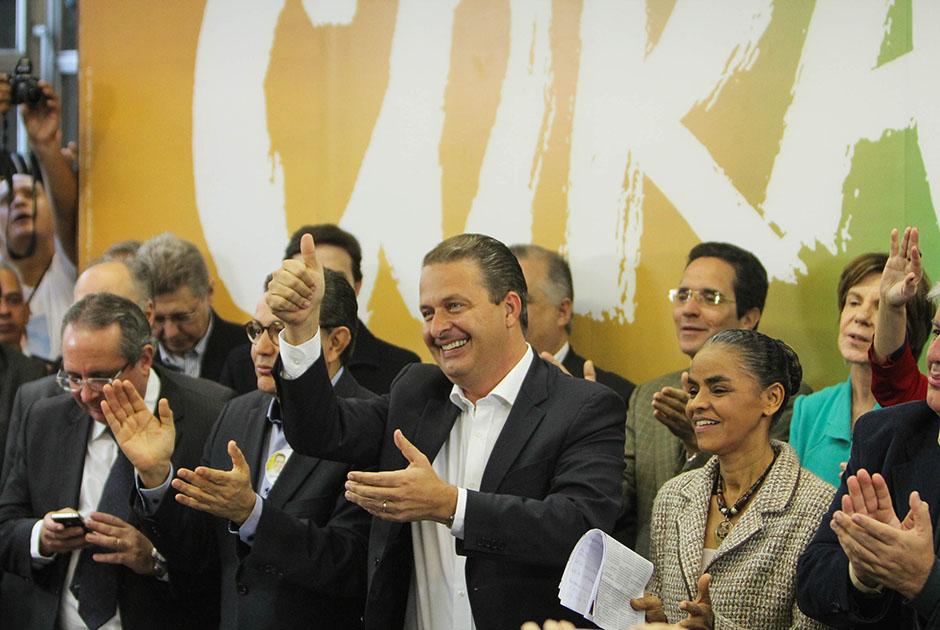 Campos inaugura comitê em SP ao lado de Marina Silva, vice