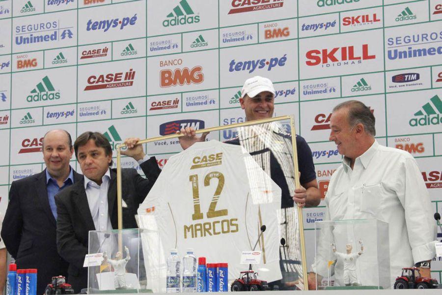 Marcos durante entrevista coletiva de sua despedida do futebol / Diogo Moreira/Futura Press