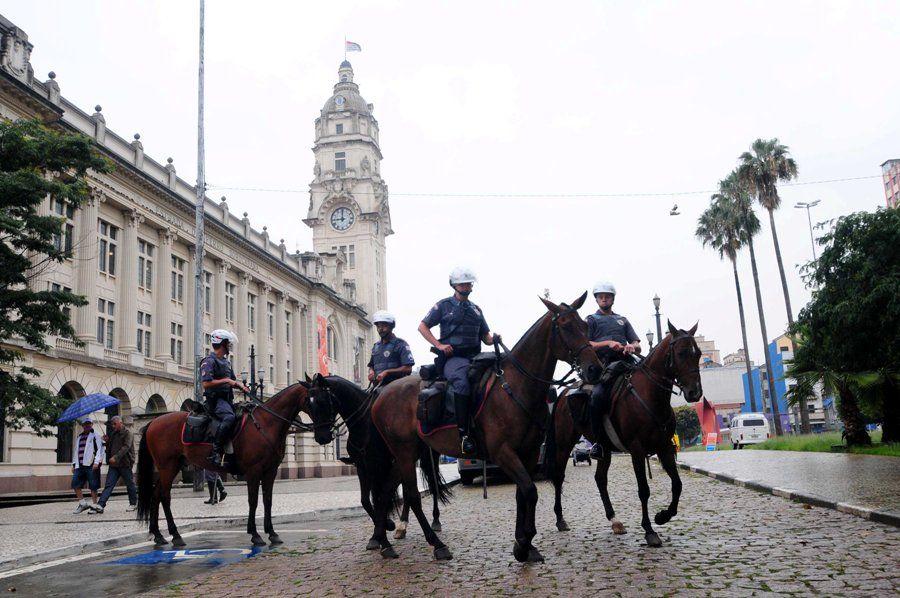 Policiais militares permanecem na região da Cracolândia há mais de uma semana / Adriano Lima/NEWS FREE/AE