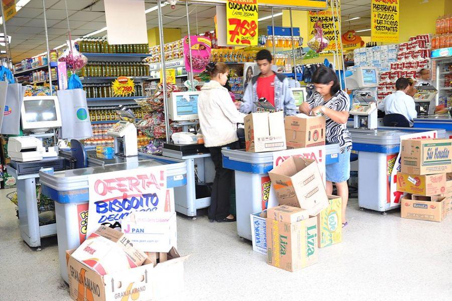 Supermercado poderá fornecer caixas de papelão para cliente carregar as compras / Pedro Vilerá/Futura Press