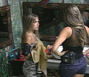 Renata desabafa com Monique / Reprodução/Globo
