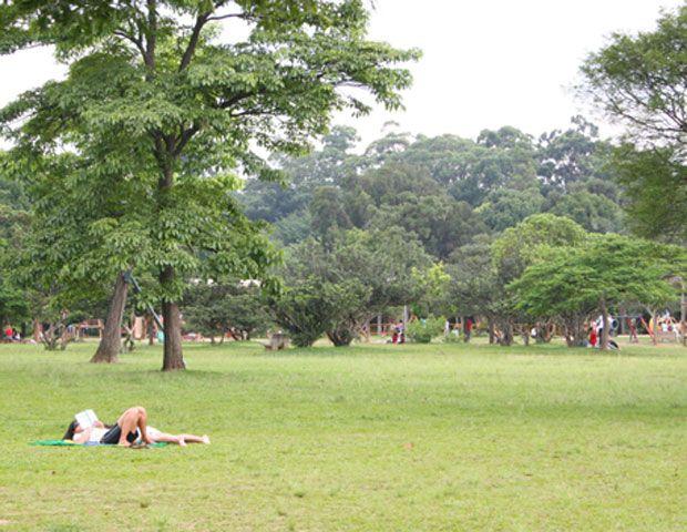 Não há como controlar número de pessoas em parques, diz secretário de SP