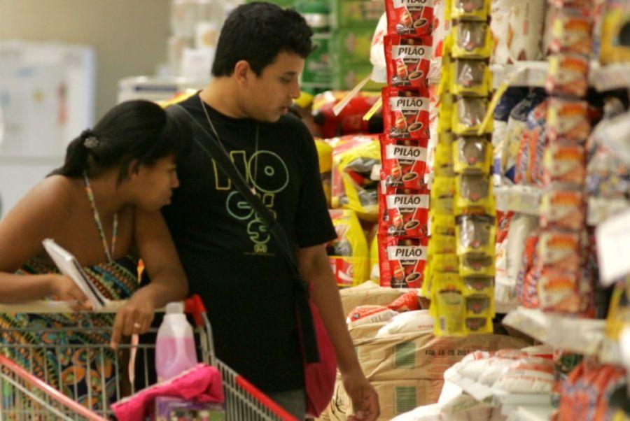 Pagar as compras à vista pode ajudar você a economizar até 30% do orçamento / Wesley Santos/AE