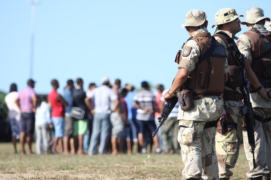 Em greve, policiais militares da BA pedem reajuste salarial e melhores condições de trabalho, entre outros  / Raul Spinassé/A Tarde/AE