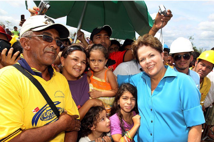 cumprimenta trabalhadores e populares, durante vistoria na  / Roberto Stuckert Filho/PR