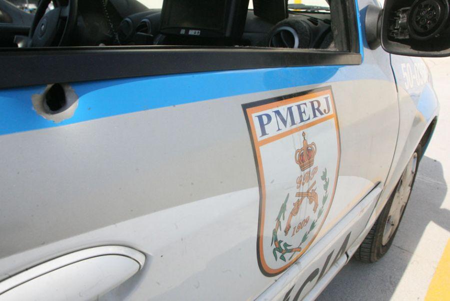 Carro da polícia rodoviária foi atacada em Barros Filho / Jadson Marques/ AE