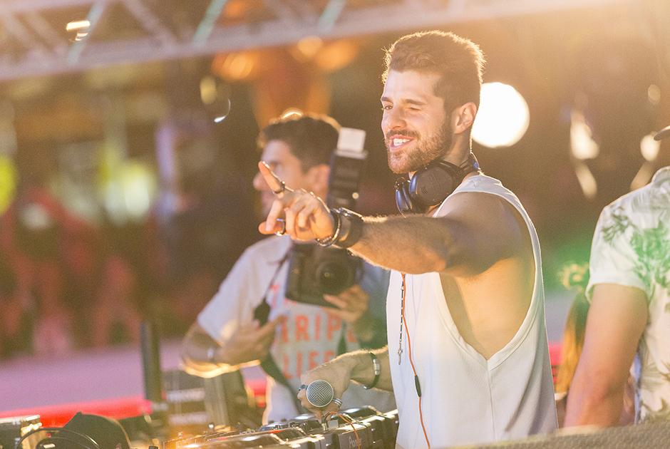 DJ Alok animou com música eletrônica