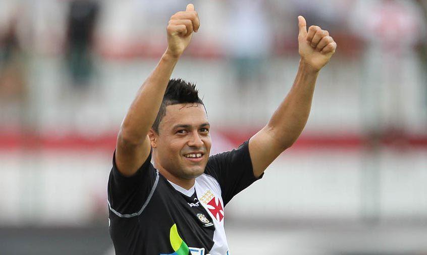 Romulo e Eder Luis vibram com retorno ao time no clássico