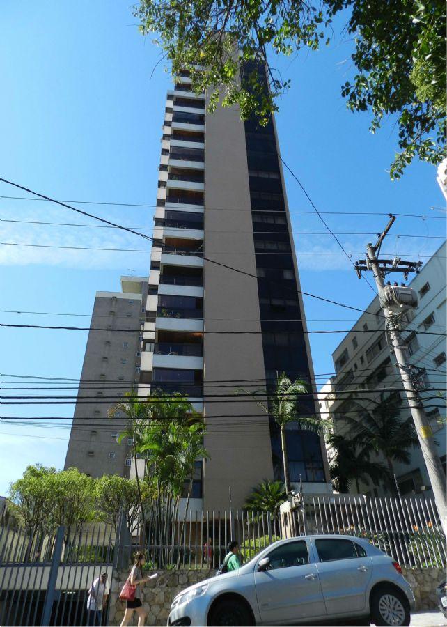Condomínio foi assaltado por três homens na madrugada de hoje / Mauricio Camargo/ Futura Press