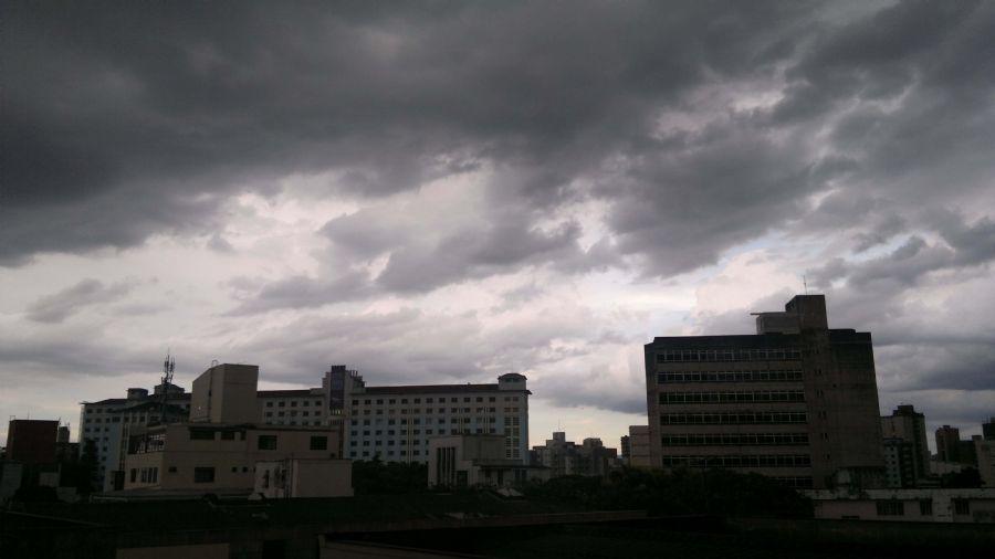 Semana começa com céu encoberto em boa parte do Brasil; SP e RJ têm ar seco