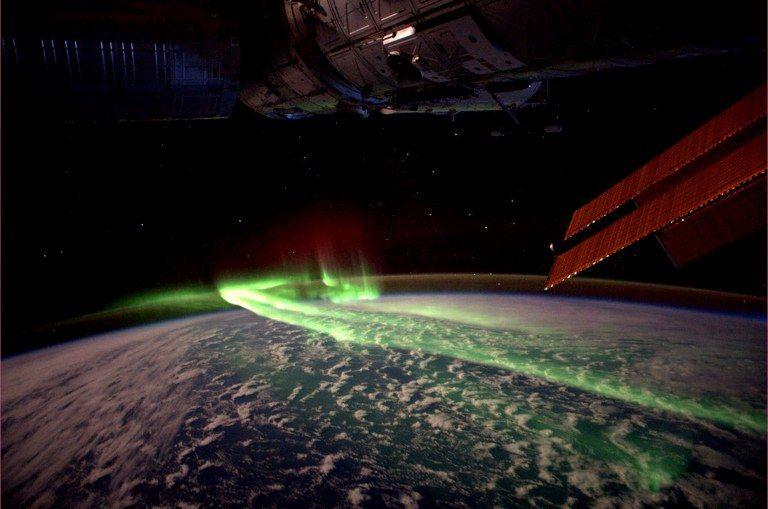 A aurora austral ocorre somente no polo sul do planeta / Reuters / Andre Kuipers / ESA / Nasa / Divulgação