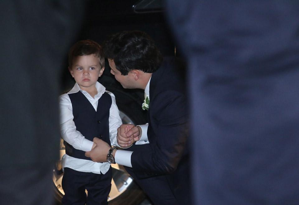 Davi, filho do casal, foi o pajem da cerimônia - Foto: Anderson Borde e Wallace Barbosa/AgNews