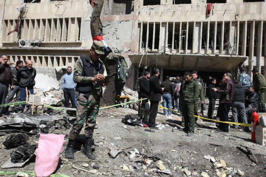 Dois carros-bomba foram usados no ataque / Foto: Louai Beshara/AFP