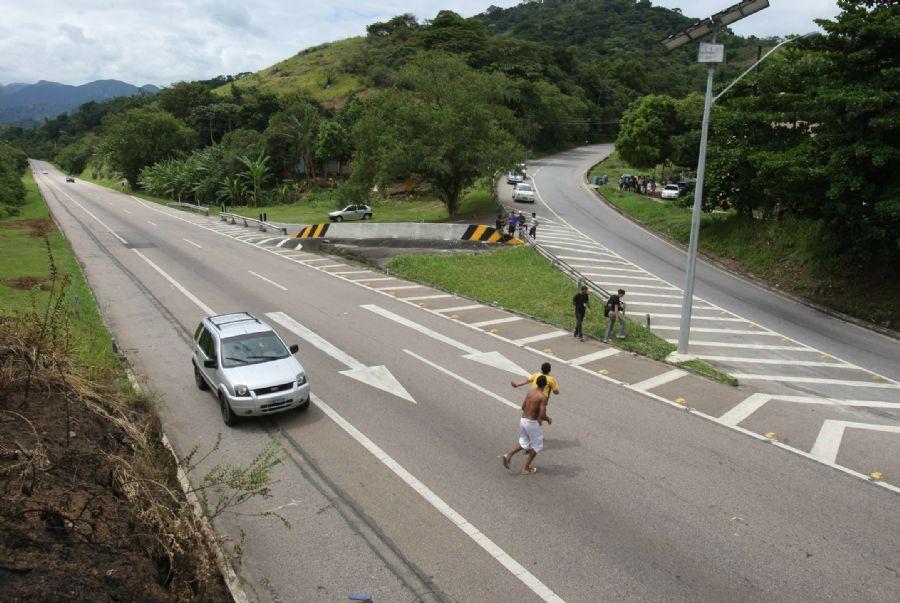 Acidente envolvendo filho de Eike Batista ocorreu na BR-040 / Tasso Marcelo/ AE