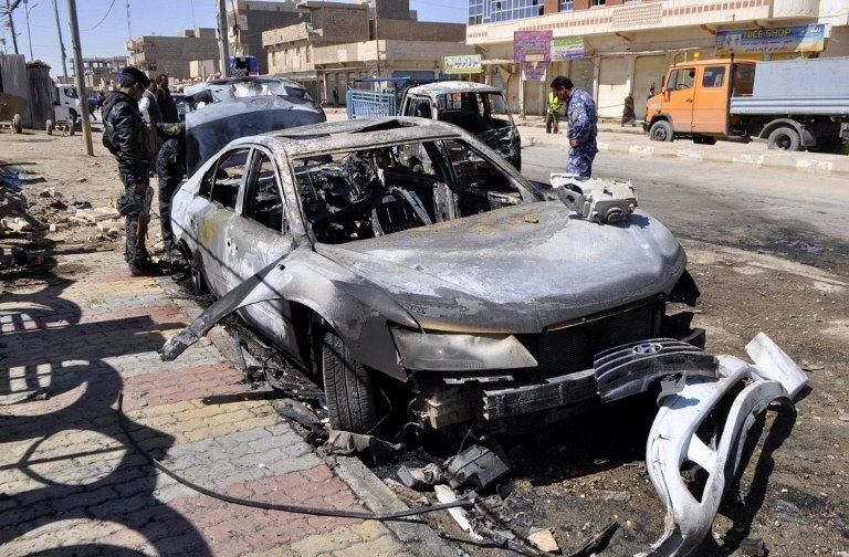 Durante os ataques coordenados, duas pessoas morreram após a explosão de um carro bomba em Anbar / Azhar Shallal / AFP