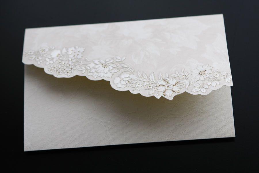Conheça algumas dicas para os convites do casamento / CoolR/Shutterstock