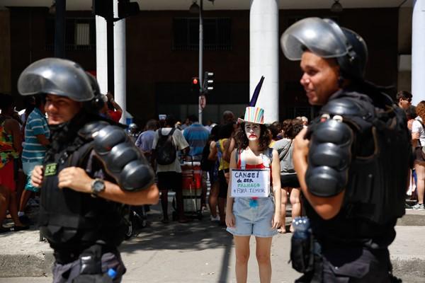 Grupos realizam protestos no Dia da Independência